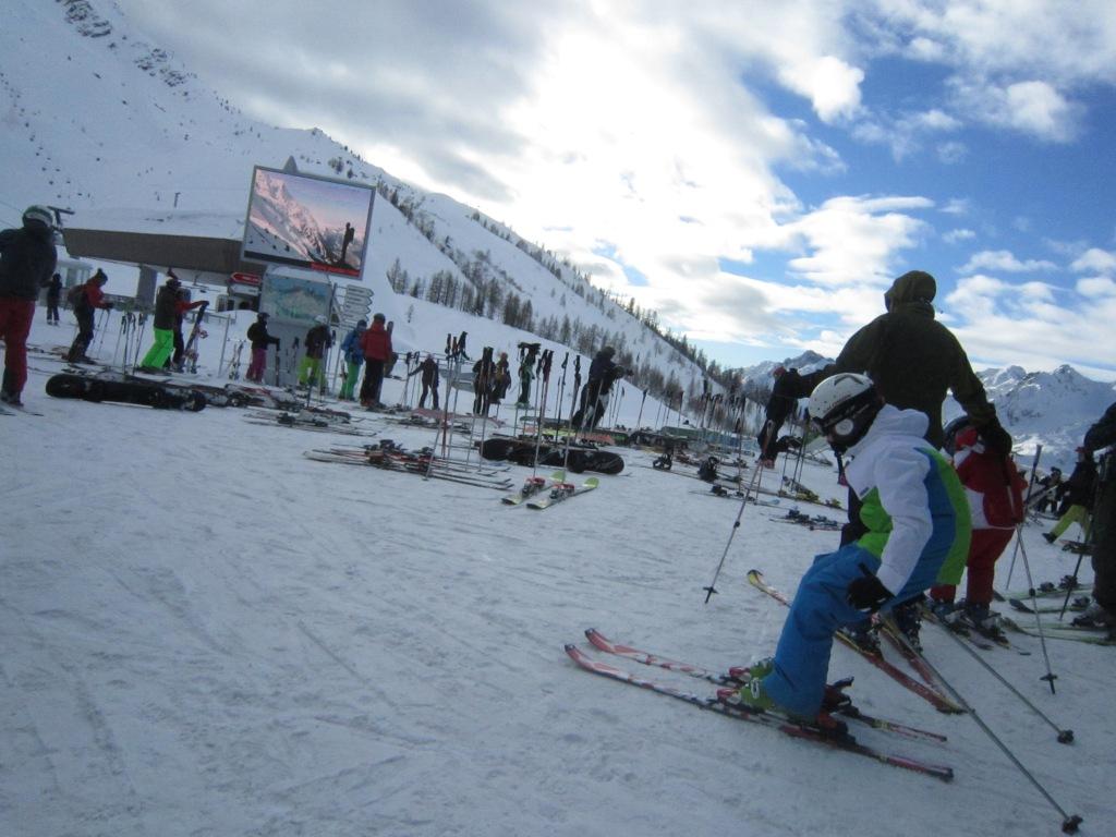 Lognan滑雪的人