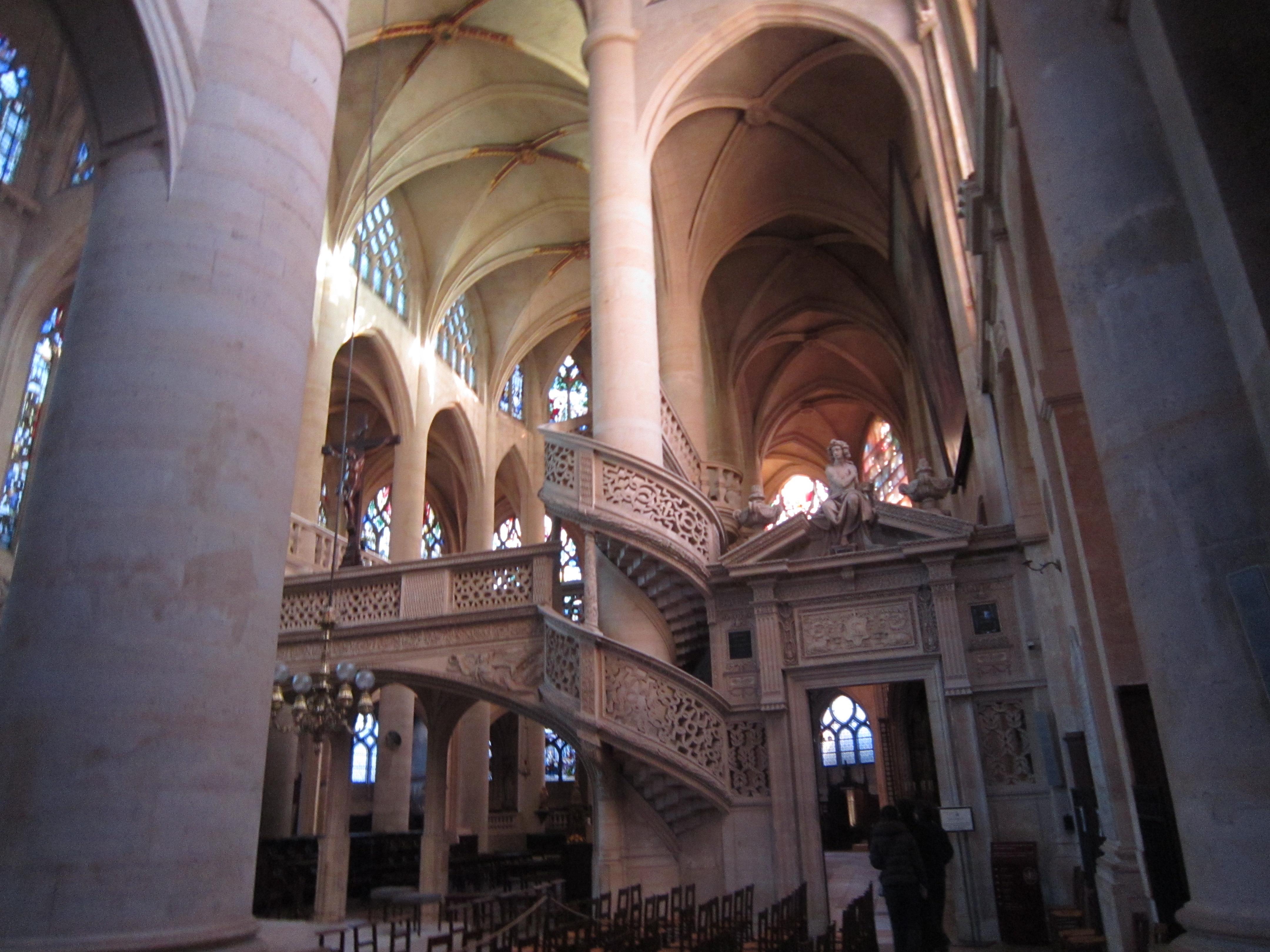 圣艾提安杜蒙教堂内部